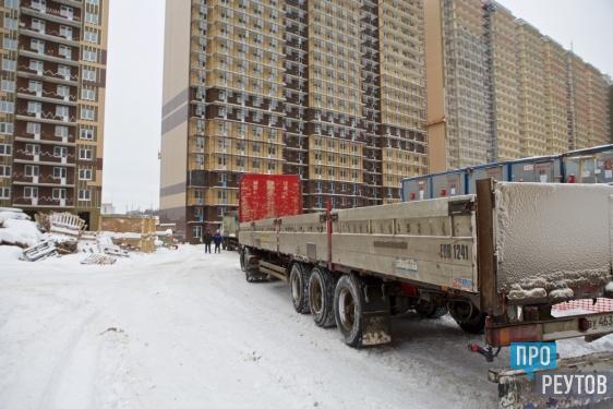 Застройщик «Новокосино-2» получил кредит на завершение корпусов/ Во втором корпусе включили тепловой пункт и начали монтаж лифтов, работы в первом идут отставанием на месяц. ПроРеутов