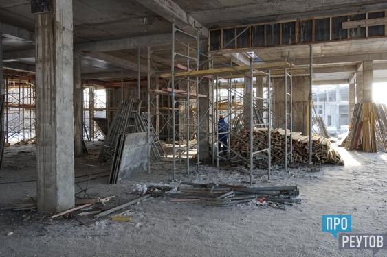 Монолит Дворца спорта в Реутове закончат в феврале. Строители работают вахтовым методом без выходных и праздников. ПроРеутов