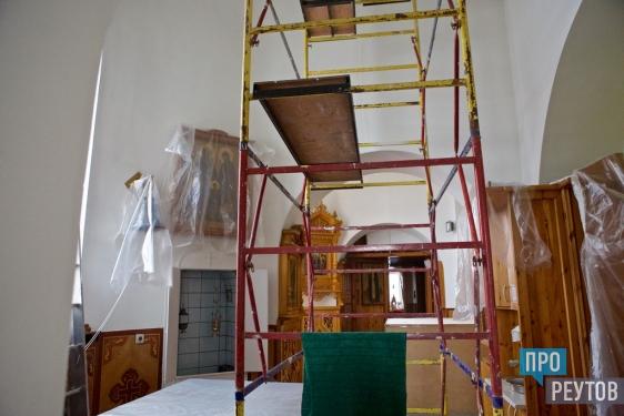 Стены первого храма в Реутове очистили от копоти. Ремонтные работы продолжались около месяца и близки к завершению. ПроРеутов.