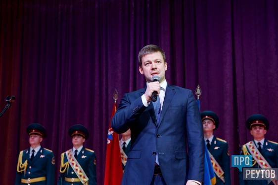 Настоящих мужчин поздравили в Реутове. Праздничный концерт в честь Дня защитника Отечества прошёл в Молодёжном культурно-досуговом центре. ПроРеутов