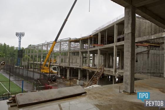 Министр спорта МО оценил перспективы нового ФОКа в Реутове. Строящийся на стадионе «Старт» спорткомплекс может стать базой школы олимпийского резерва. ПроРеутов