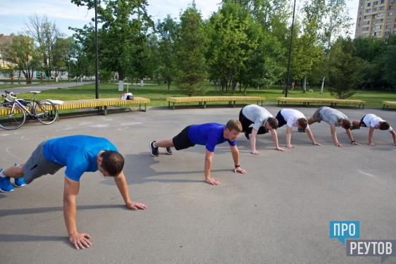 Мария Сотскова провела открытую зарядку в парке Реутова. Заряд бодрости вместе со знаменитой фигуристкой получили около 50 человек. ПроРеутов