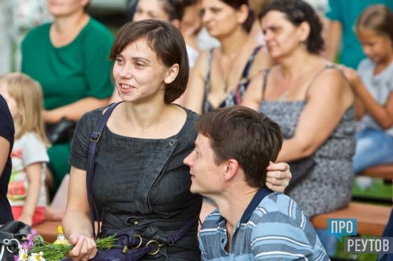Призраки оперы посетили парк «Фабричный пруд». Цветана Омельчук и Данактион Махов исполнили в Реутове классические арии и эстрадную классику. ПроРеутов