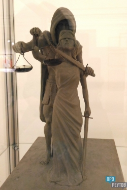 «Реутовская палитра» расширила экспозицию. В ежегодной художественной выставке впервые участвуют дизайнеры одежды. ПроРеутов