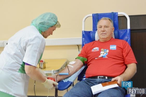 Тимур Кизяков и Михаил Илинич сдали кровь в Реутове. В городской больнице прошёл заключительный в этом году День донора. ПроРеутов