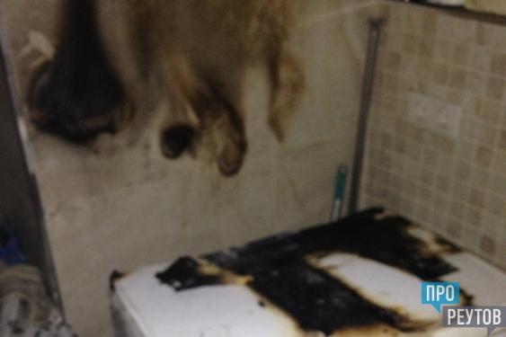 Стиральная машина стала причиной ночного пожара. В тушении приняли участие 14 пожарных и три единицы техники. ПроРеутов