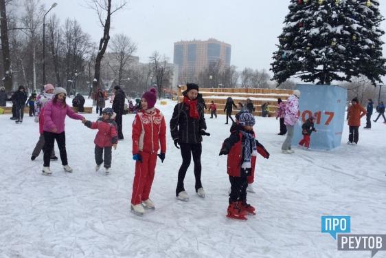 Первое занятие на льду провели в центральном парке Реутова. Почётным гостем мероприятия стала фигуристка Мария Сотскова — бронзовый призёр чемпионата России. ПроРеутов