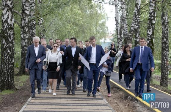 Андрей Воробьёв вошёл в тройку лидеров медиарейтинга глав регионов ЦФО. Итоговый медиарейтинг за 2016 год составили в компании «Медиалогия». ПроРеутов