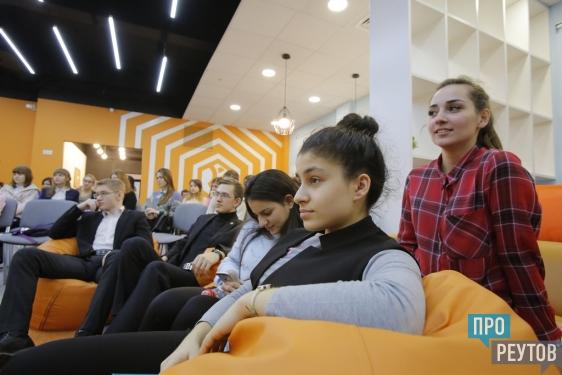 Звёзды радиоэфира провели мастер-класс в Реутове. На встречу пришли воспитанники молодёжного медиацентра и школьники. ПроРеутов