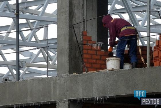 Новый ФОК на стадионе «Старт» в Реутове завершён на 50 процентов. На объекте работают 150 строителей. ПроРеутов
