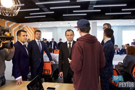 Отдельное бизнес-окно появится в МФЦ Реутова. Об этом сообщил глава города Сергей Юров на круглом столе о развитии предпринимательства. ПроРеутов