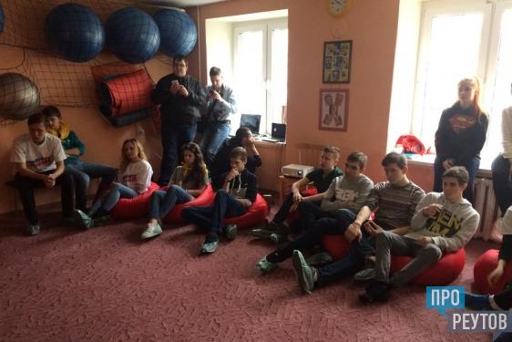 Молодёжные активисты Реутова провели соцопрос по Крыму. Представители всех поколений единодушно подержали воссоединение полуострова с Россией. ПроРеутов