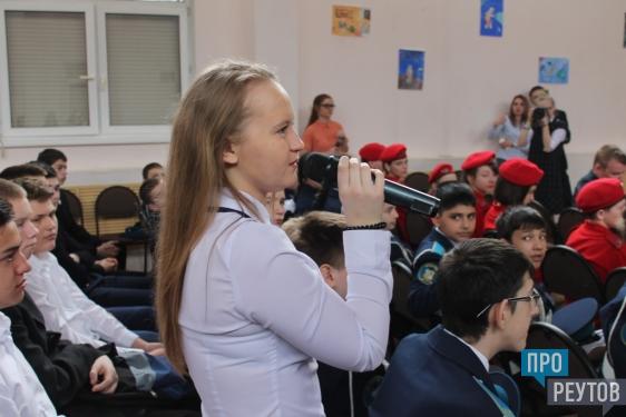 Максим Сураев рассказал школьникам Реутова о работе на орбите и в Госдуме. Встреча с депутатом-космонавтом прошла в первой школе города. ПроРеутов