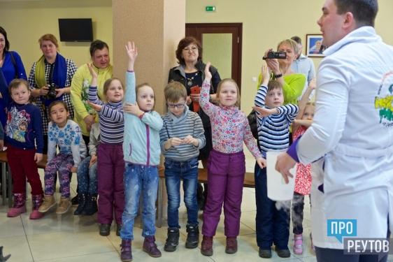 Любознательным детям Реутова показали криогенное шоу. Воспитанники детских садов города узнали о свойствах сухого льда и жидкого азота. ПроРеутов