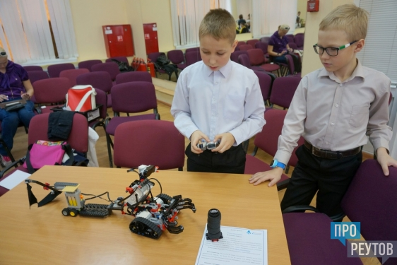 Действующий макет базы на Марсе собрали школьники Реутова. На первом городском конкурсе проектов по моделированию, конструированию и робототехнике it-park представили 95 разработок. ПроРеутов