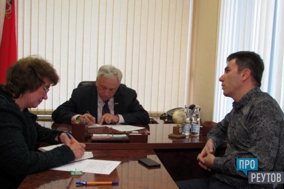 Сенатор Юрий Липатов найдёт управу на балашихинских энергетиков. Проблему обслуживания электросчётчиков в Реутове вынесут на федеральный уровень. ПроРеутов