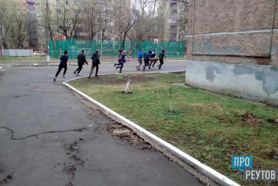 Реутовские старшеклассники прошли испытания «Школы безопасности». Школьный стадион на один день превратился в пожарную академию. ПроРеутов