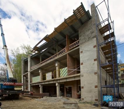 Детский технопарк «Изобретариум» откроют в Реутове к 1 сентября. Строители завершили капитальные работы и приступили к монтажу фасада. ПроРеутов
