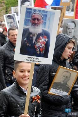 Жители Реутова прошли в колонне Бессмертного полка. Около девяти тысяч горожан человек пронесли по улицам города портреты своих близких — солдат Великой Отечественной. ПроРеутов