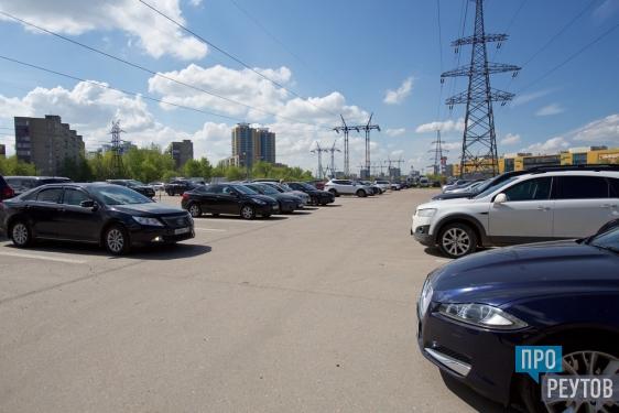За год в Реутове создадут 500 бесплатных машиномест. Платные паркинги смогут принимать на 2400 автомобилей больше. ПроРеутов