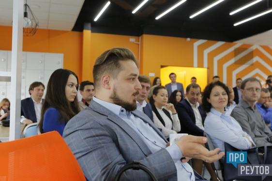 В коворкинг-центре Реутова наградили лучших бизнесменов и провели семинар. На долю малого и среднего бизнеса приходится около 40% доходов города. ПроРеутов
