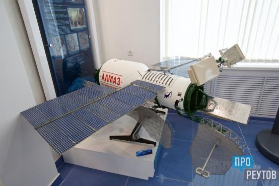Самый большой в мире фотоаппарат «Агат-1» установили в Музее космонавтики. Уникальный аппарат для детальной съёмки из космоса работал на станциях «Алмаз» разработки реутовского «НПО машиностроения». ПроРеутов