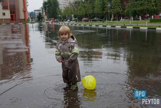Герман Елянюшкин прогулялся по будущей пешеходной улице Победы. И лично оценил как двигается проект по обустройству пешеходной зоны. ПроРеутов