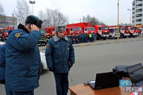 Спасатели Реутова накормили водителей в пробке на МКАД. Такой сценарий был отработан в рамках масштабной тренировки МЧС России. ПроРеутов