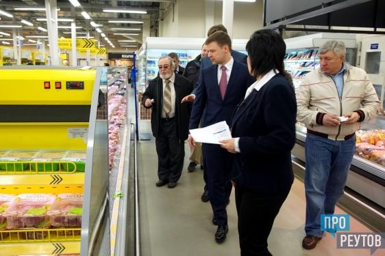 Сергей Юров дал старт акции в поддержку низких цен в Реутове. «Цены заморожены»: супермаркет «Лента» первым получил спецстикер от администрации города. ПроРеутов