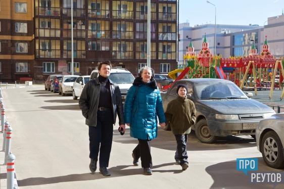 Многодетная семья справила новоселье в Реутов-Сити. Ключи от новой квартиры получила учительница Галина Болтунова. ПроРеутов