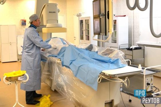 В Реутове начали готовить дефицитных хирургов. Первое занятие со слушателями курса «Рентгенэндоваскулярные диагностика и лечение» кафедры сердечно-сосудистой хирургии РУДН прошло в ЦГКБ 20 апреля. ПроРеутов