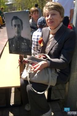По Реутову прошёл «Бессмертный полк». Более 800 портретов пронесли по улицам города. ПроРеутов