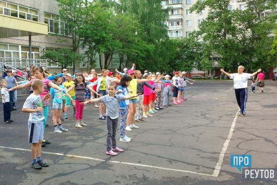 В летних лагерях Реутова отметили День защиты детей. Праздник прошёл также городских зонах отдыха и в учреждениях города. ПроРеутов