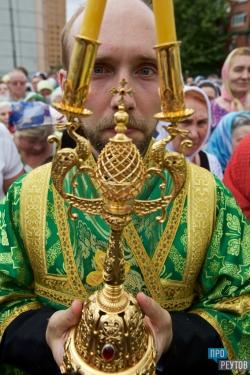 День Святой Троицы в Реутове: фотоальбом. В престольном празднике приняли участие более тысячи прихожан городских храмов. ПроРеутов