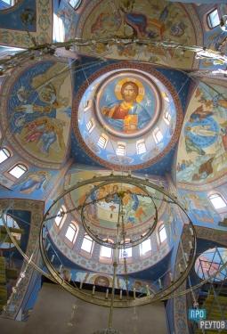 Иконописцы украшают Троицкий храм в Реутове к годовщине освящения. ПроРеутов
