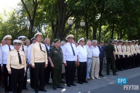 Родственники погибших на «Курске» пришли на траурный митинг. Трагедии атомного подводного ракетного крейсера исполнилось 15 лет. ПроРеутов