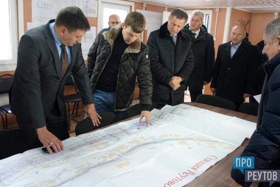 Третий переход и новую платформу откроют через год. На месте «народной тропы» через железную дорогу строится комфортабельная станция Реутово с транзитным тоннелем. ПроРеутов