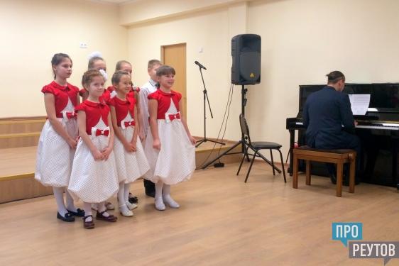 «Пушкинский камертон» в Реутове открыл новые таланты/ Финал реутовского литературно-музыкального фестиваля прошёл в хоровой школе «Радуга». ПроРеутов