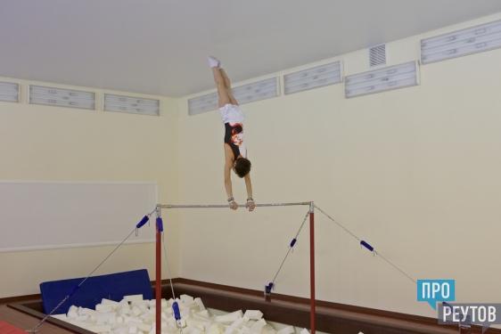 В спортшколе Реутова появились поролоновые ямы. Условия для занятий спортивной гимнастикой станут ещё лучше после переезда части секций в новый Дворец спорта на стадионе «Старт». ПроРеутов
